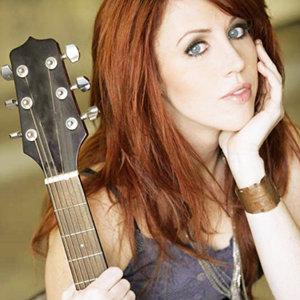 Singer-Songwriter Jenn Grinels