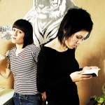 One is Tegan and one is Sara. Which is which?