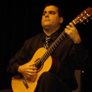 Classical Guitarist Edel Munoz