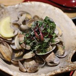 Diners at Yayoi can order anything, including a bowl of steamed littleneck clams, without uttering a word.